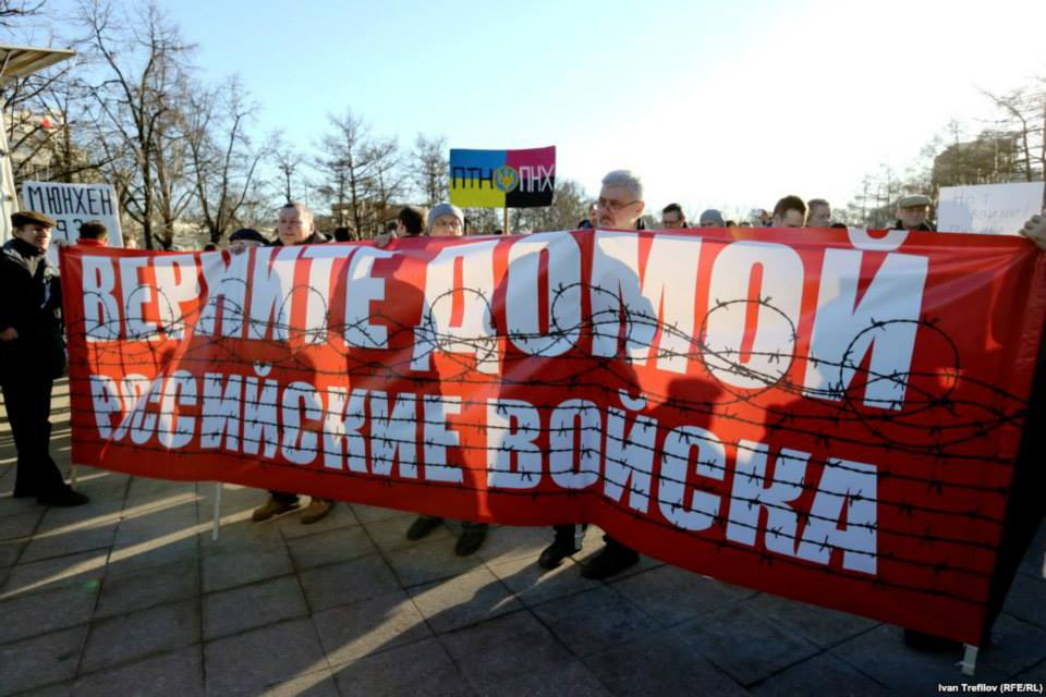 Вольниця shared Radio Svoboda's album: Антивоенные пикеты в Москве.